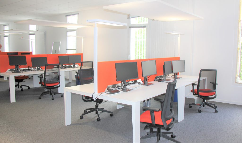 TEMPO Mobile, deskscreens with hatch 500 x 1600 x 50, «LA» Toile Terracotta 213 Fixed with double table clamp